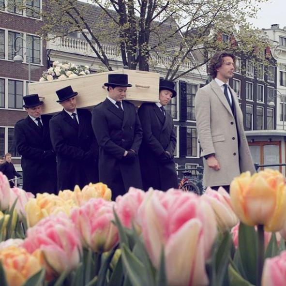 dragers-iede-tulpen-grachten-amsterdam-hoeden-persoonlijk