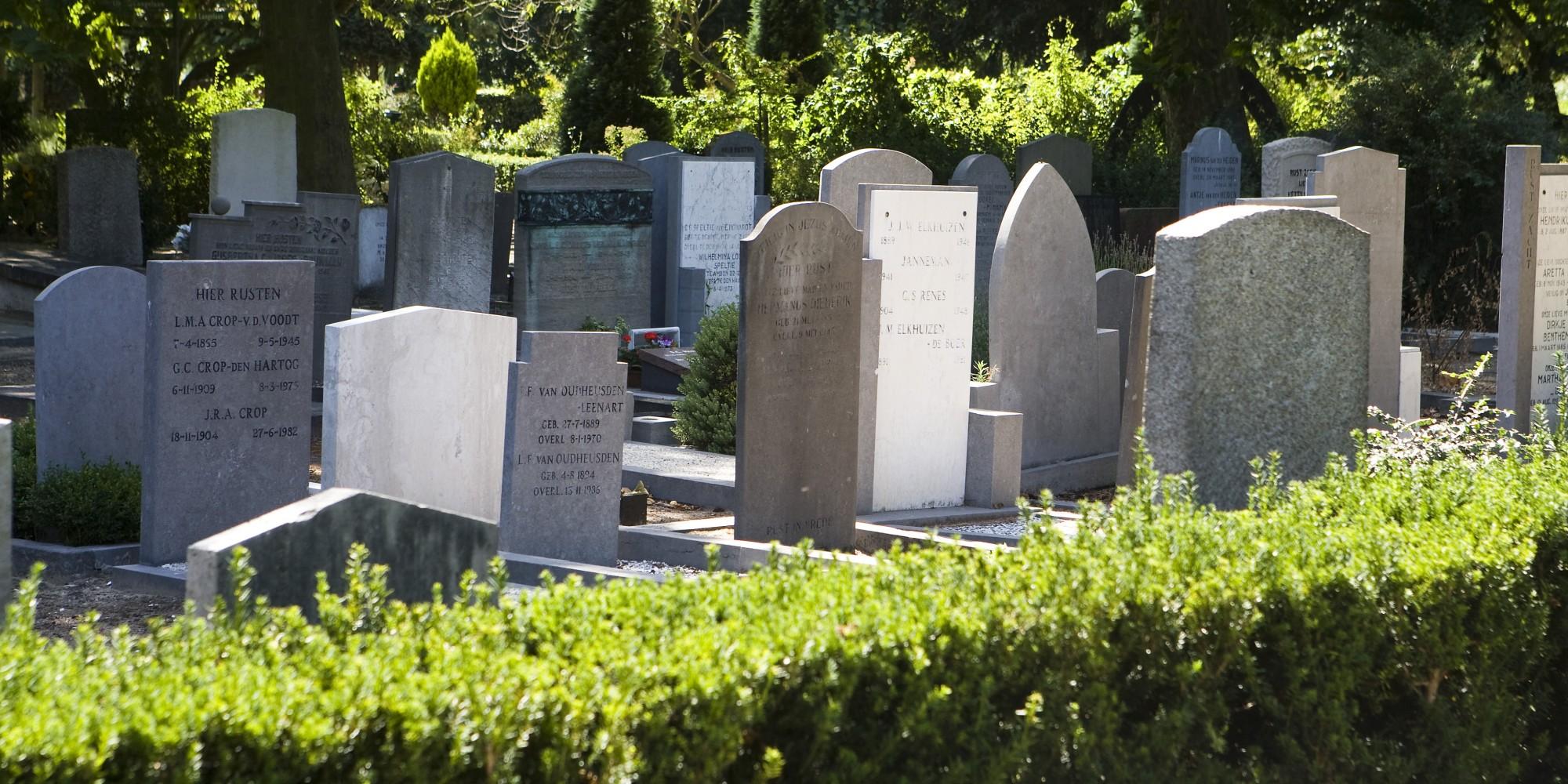 begraafplaats-hoorn-grafsteen-oud-nieuw-steen-noordholland-nederland-uitvaart-zorg-iede-hoorn