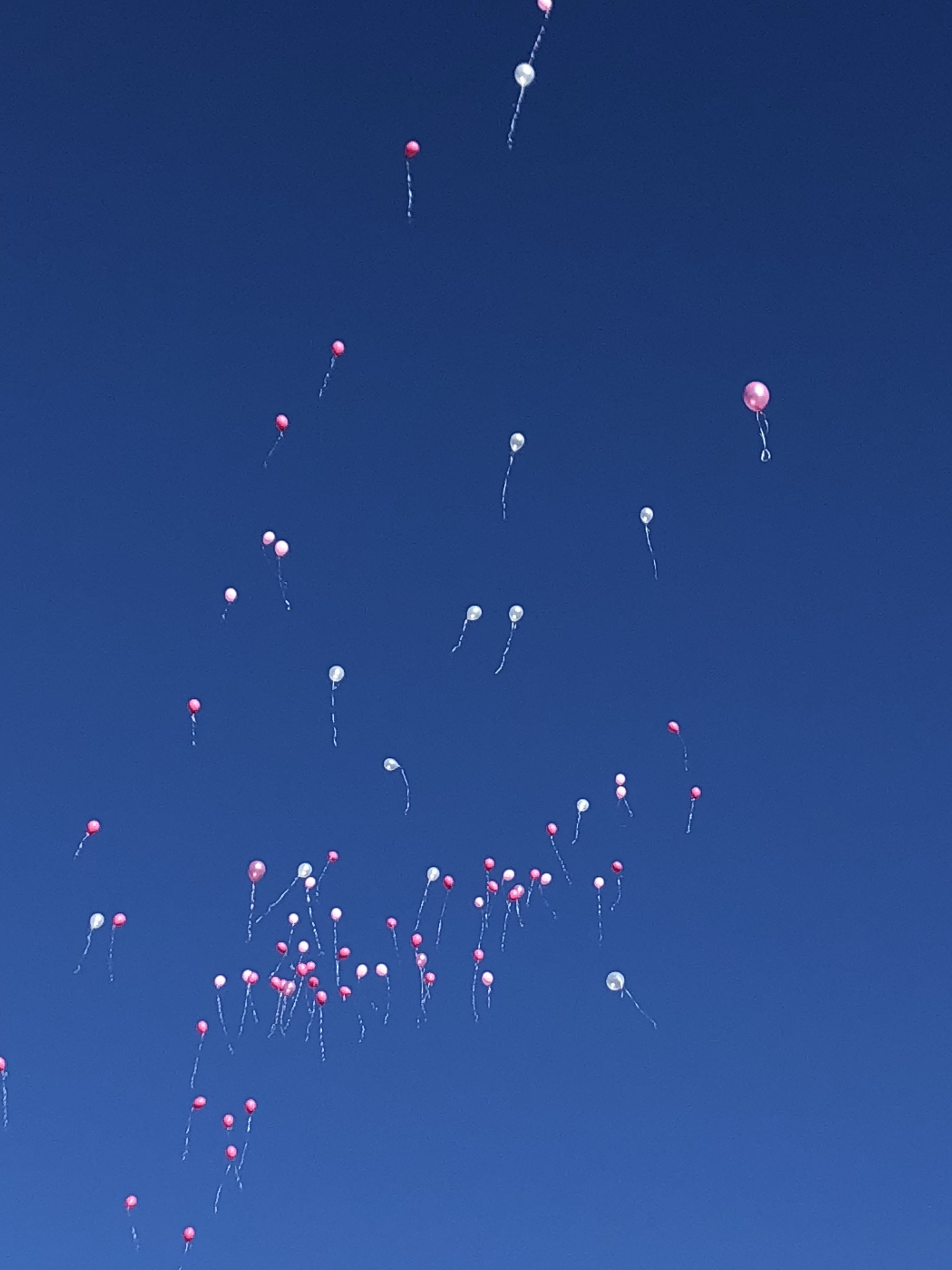 Ballonnen uitvaart afscheid jong meisje
