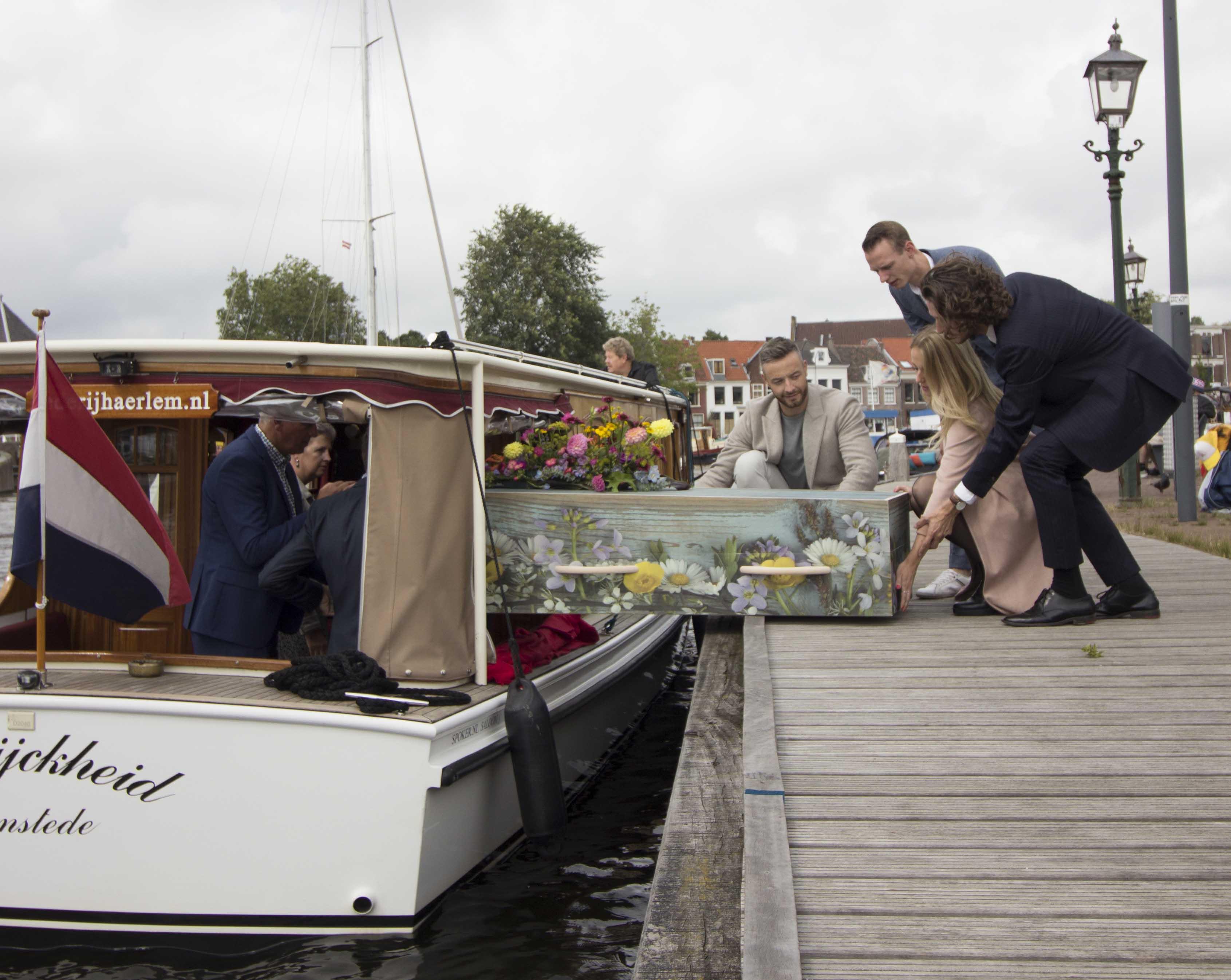 Kist afscheid rederij Haerlem salonboot boot