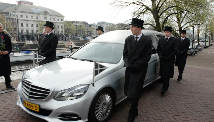 Dragers Carre Amsterdam Amstel afscheid uitvaart rozen erehaag gracht