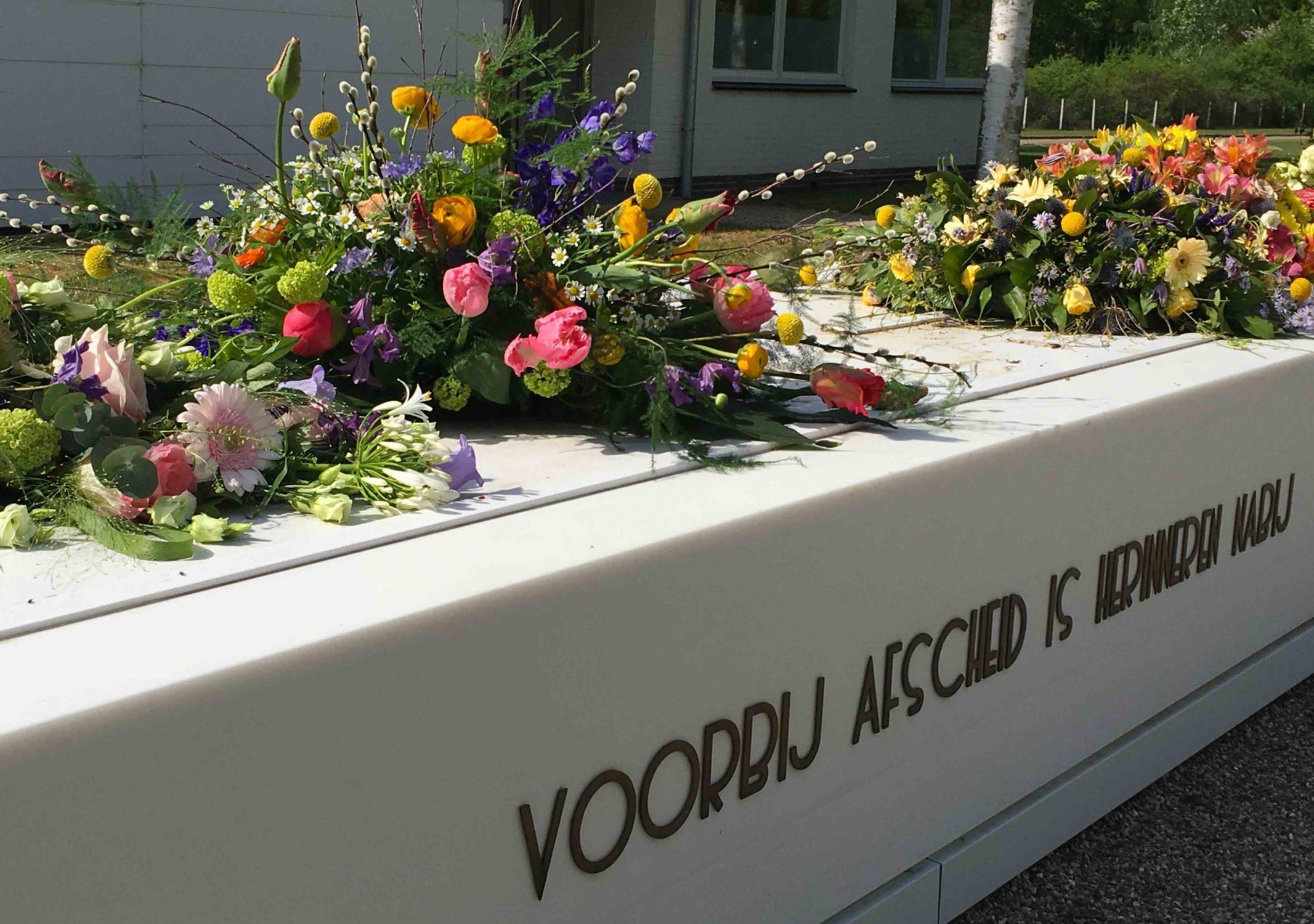 Crematorium begraafplaats Hilversum bloemen gedenk overleden dood