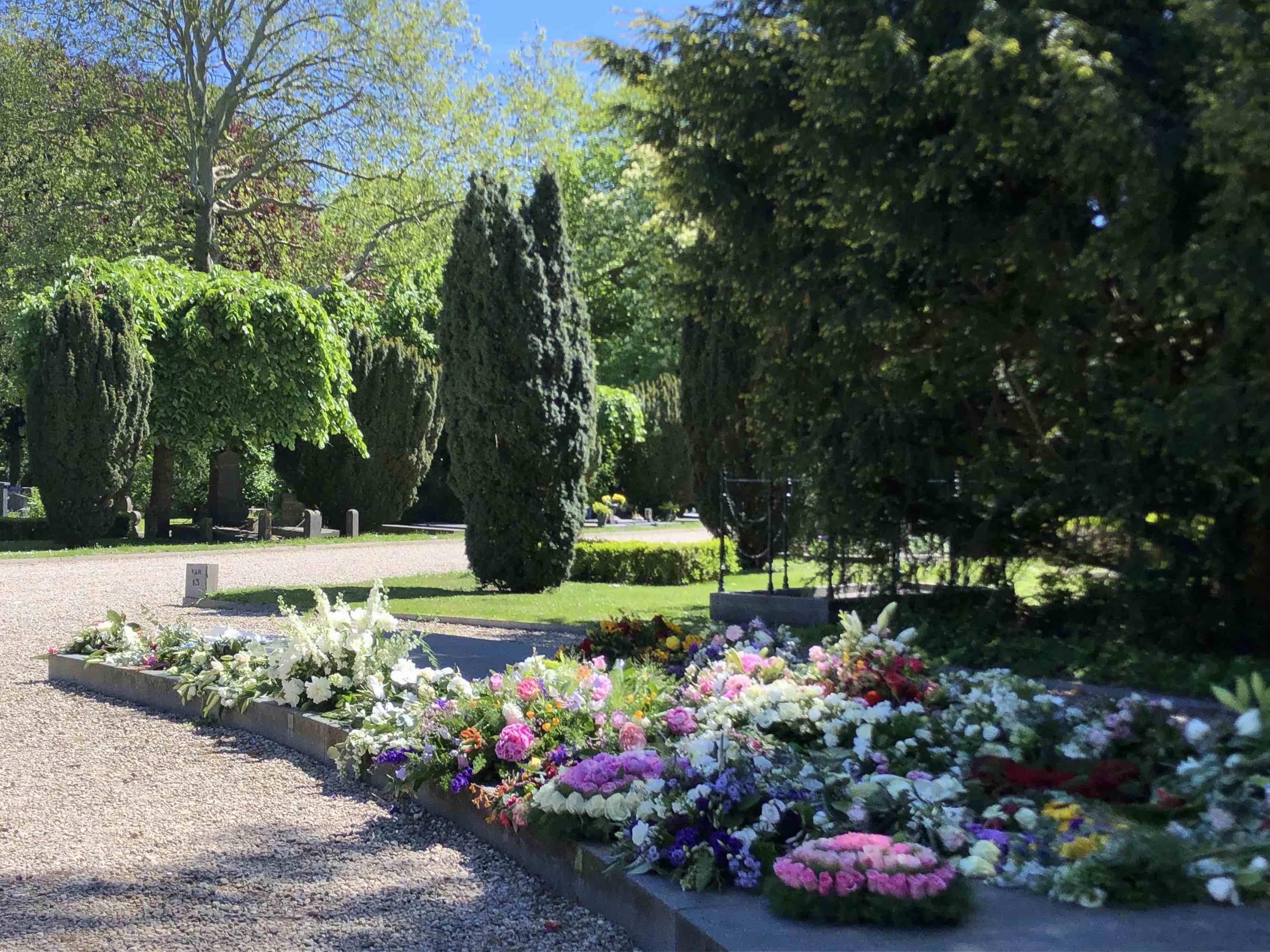 De Nieuwe Ooster gedenkplaats bloem rouwstuk bloemstuk