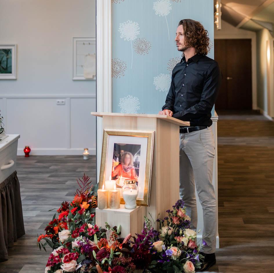 spreken tijdens uitvaart afscheid aula begrafenis crematie Iede Hoorn Uitvaart zorg