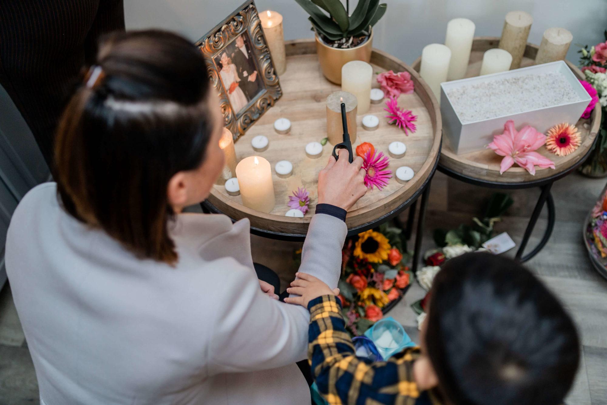 kaarsen aansteken nabestaanden overleden moeder mama kind