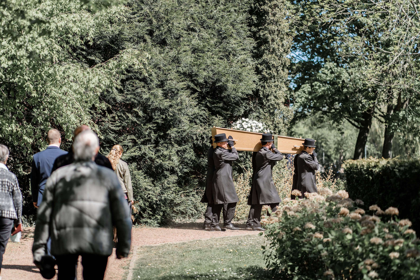 begrafenis-kist-schouders