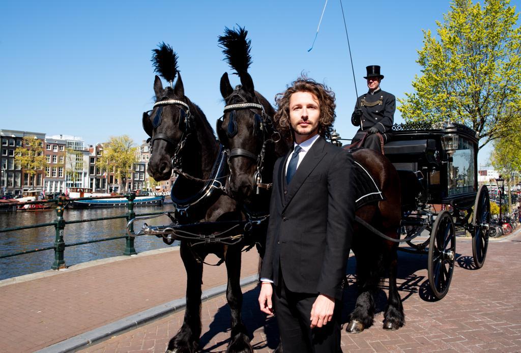 iede-hoorn-amsterdam-uitvaart-paard-koets