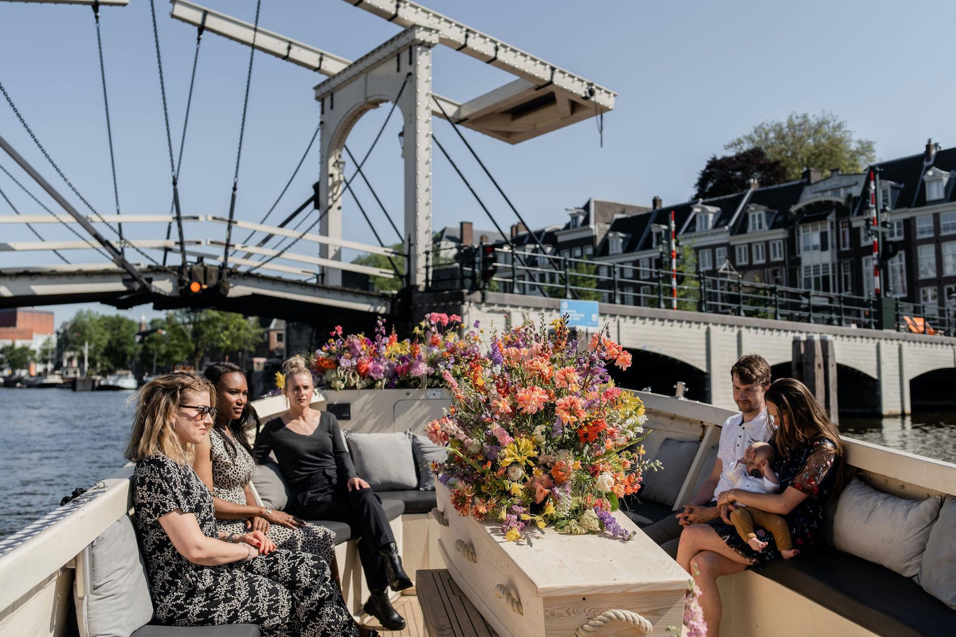 afscheid-magere-brug-amsterdam-boot-wateruitvaart-salonboot-amstel